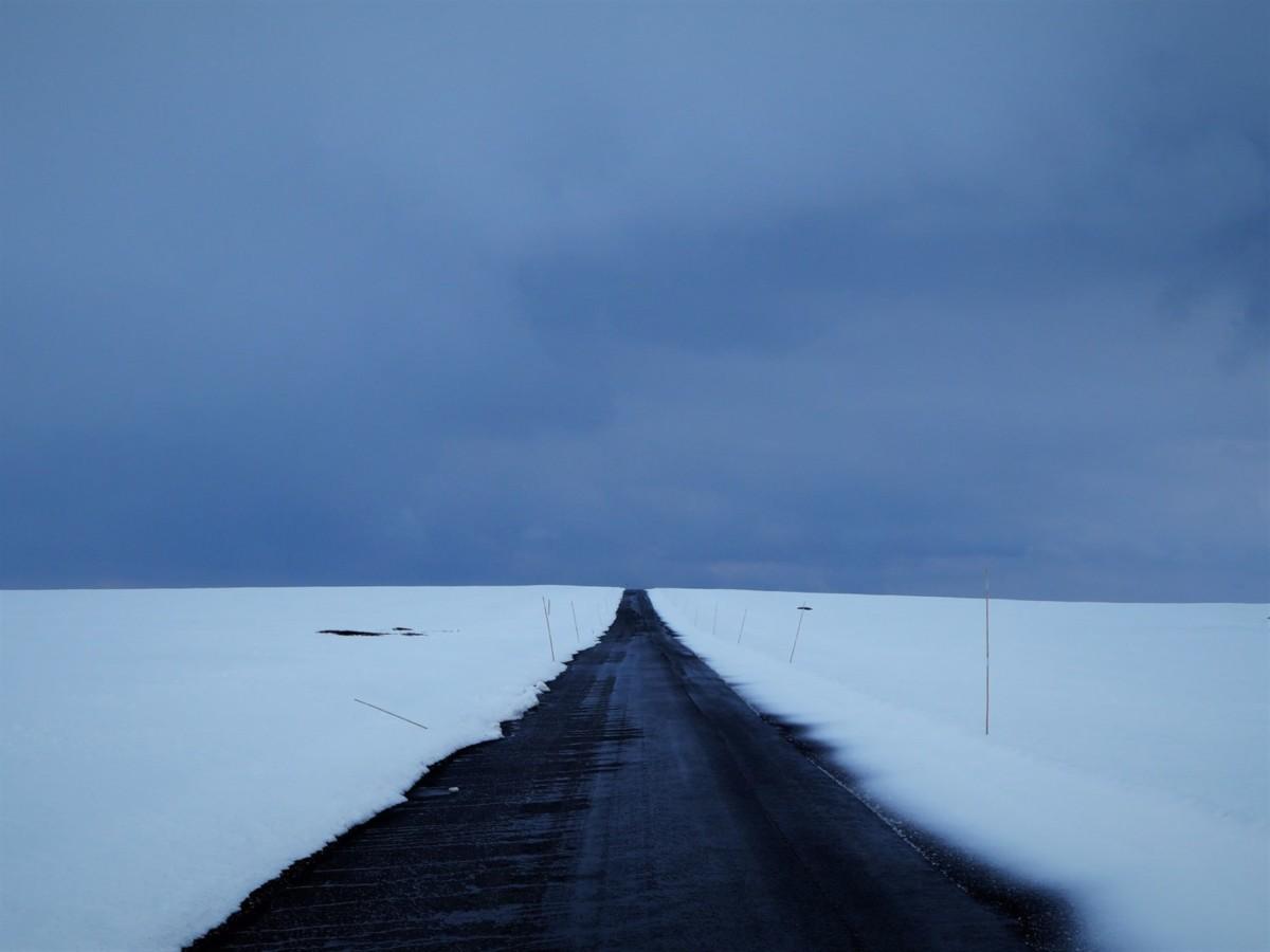 Road trip Norvège Route enneigée